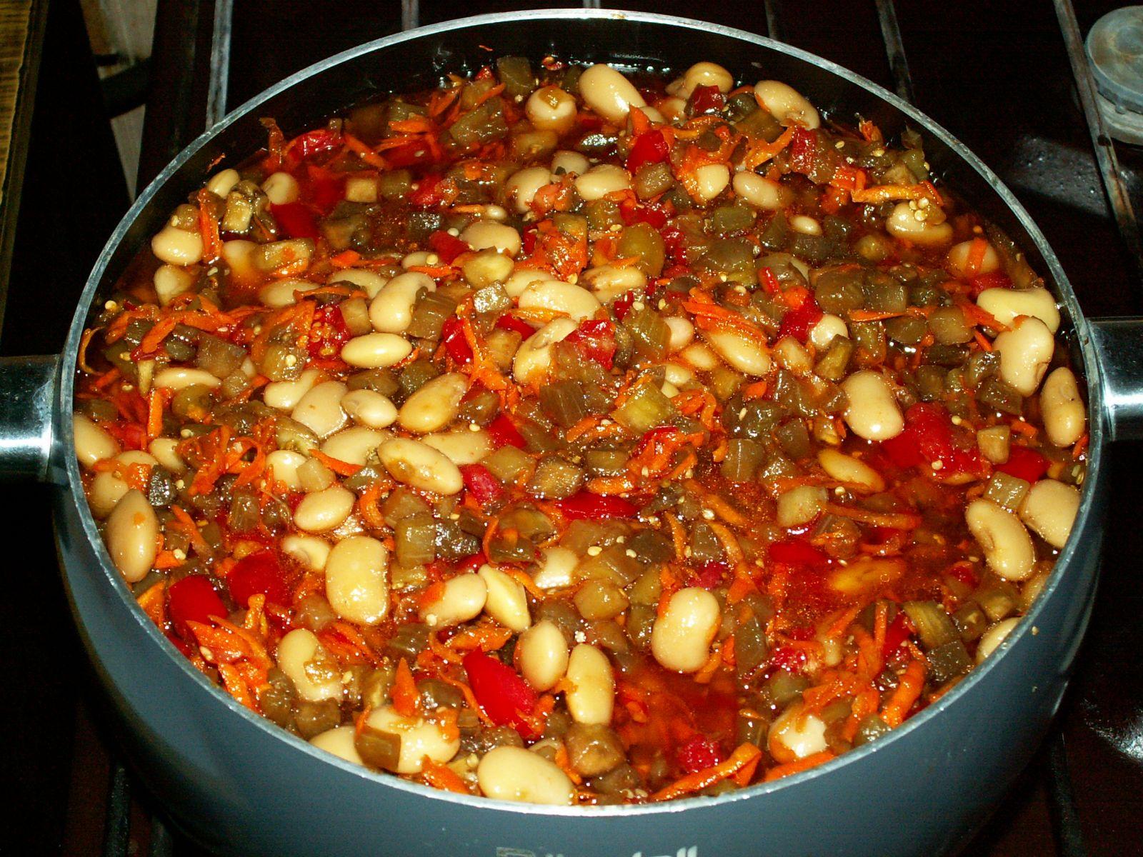 Консервированный салат с фасолью на зиму