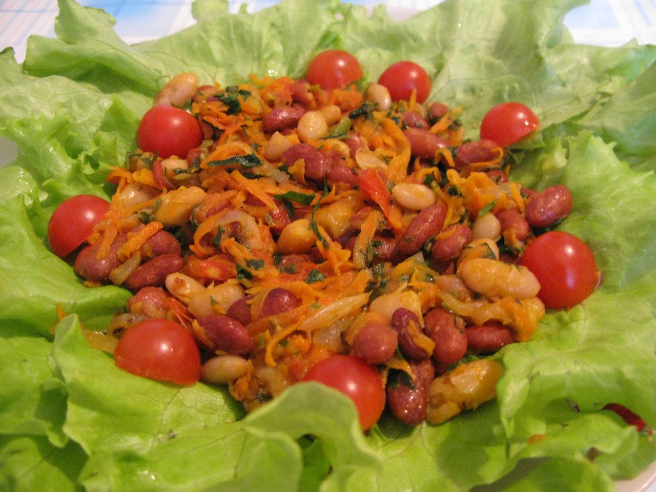 Салат с тунцом черри и кунжутом
