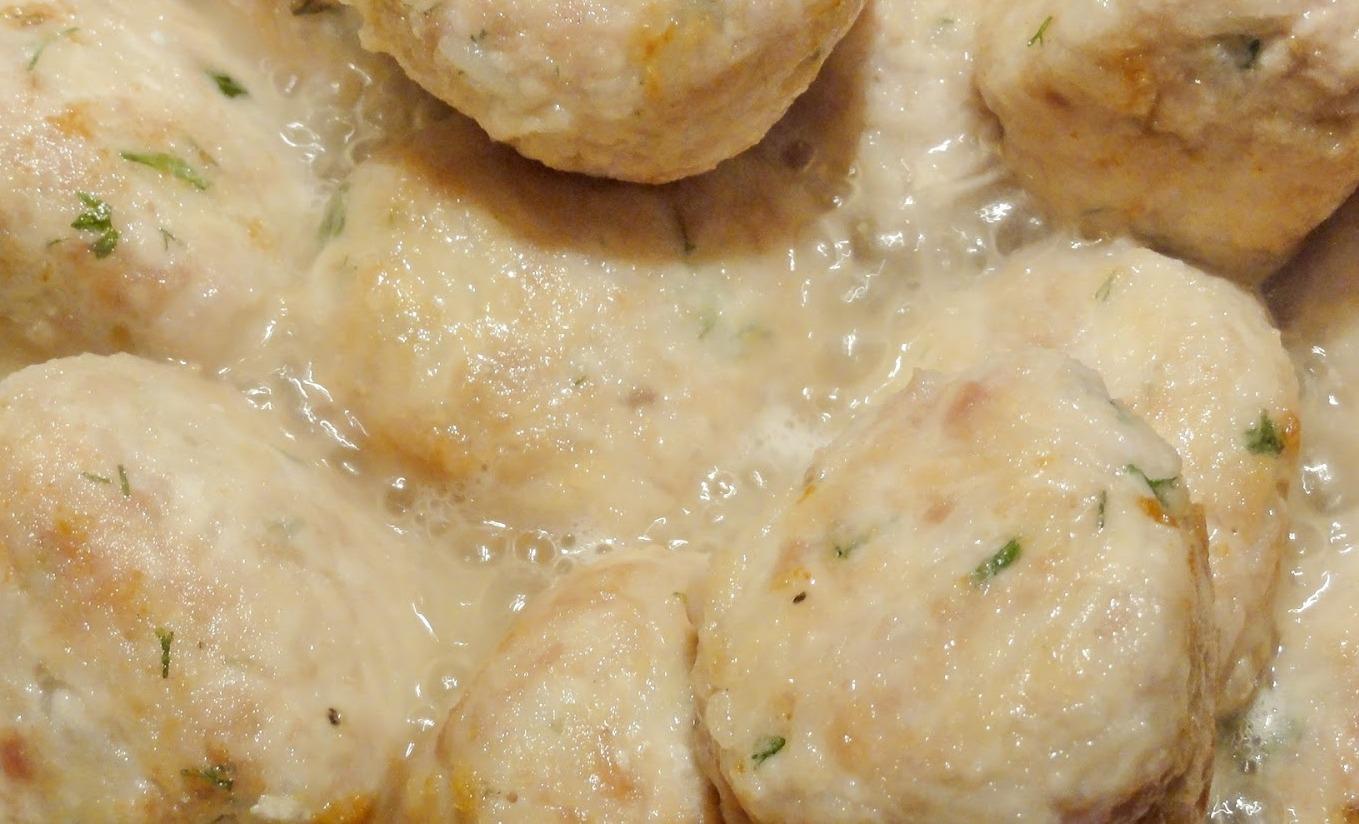 Рецепт тефтелей в сметанном соусе