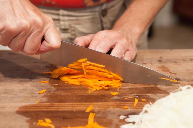 Как резать морковь соломкой пошагово