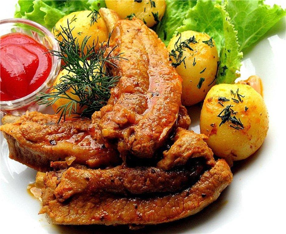приготовить ребрышки свиные с картошкой в мультиварке