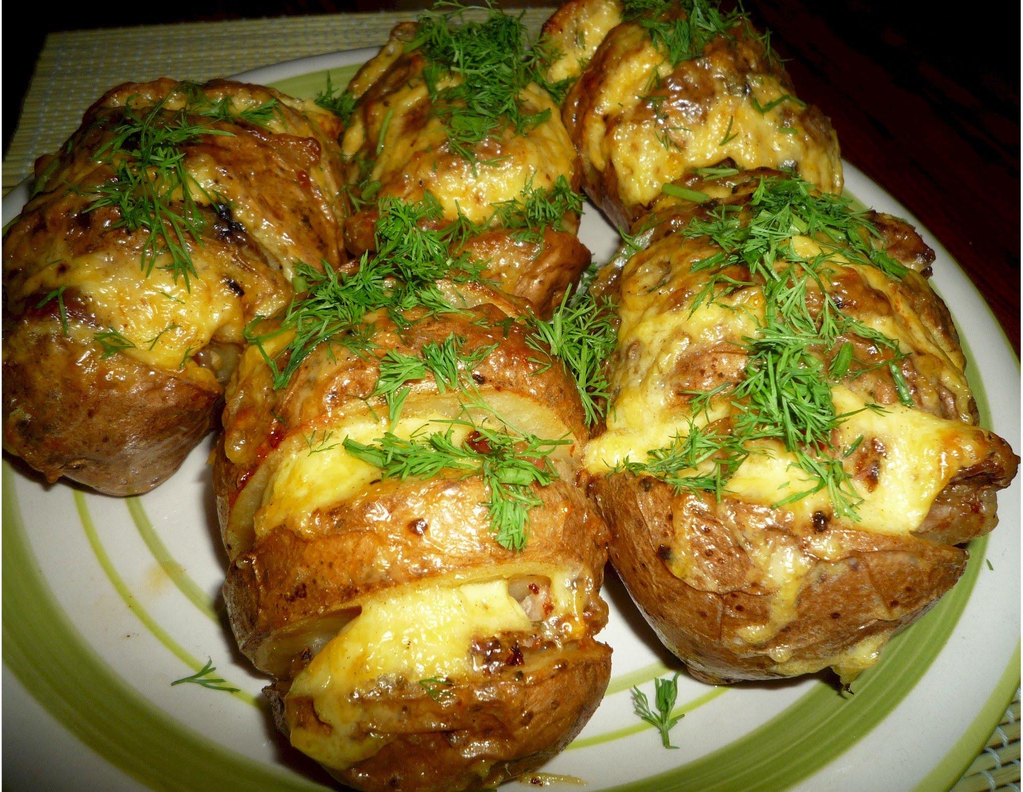 картошка по деревенски в духовке с сыром и чесноком