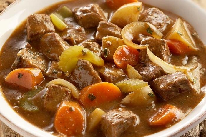 Как потушить мясо в мультиварке с картошкой