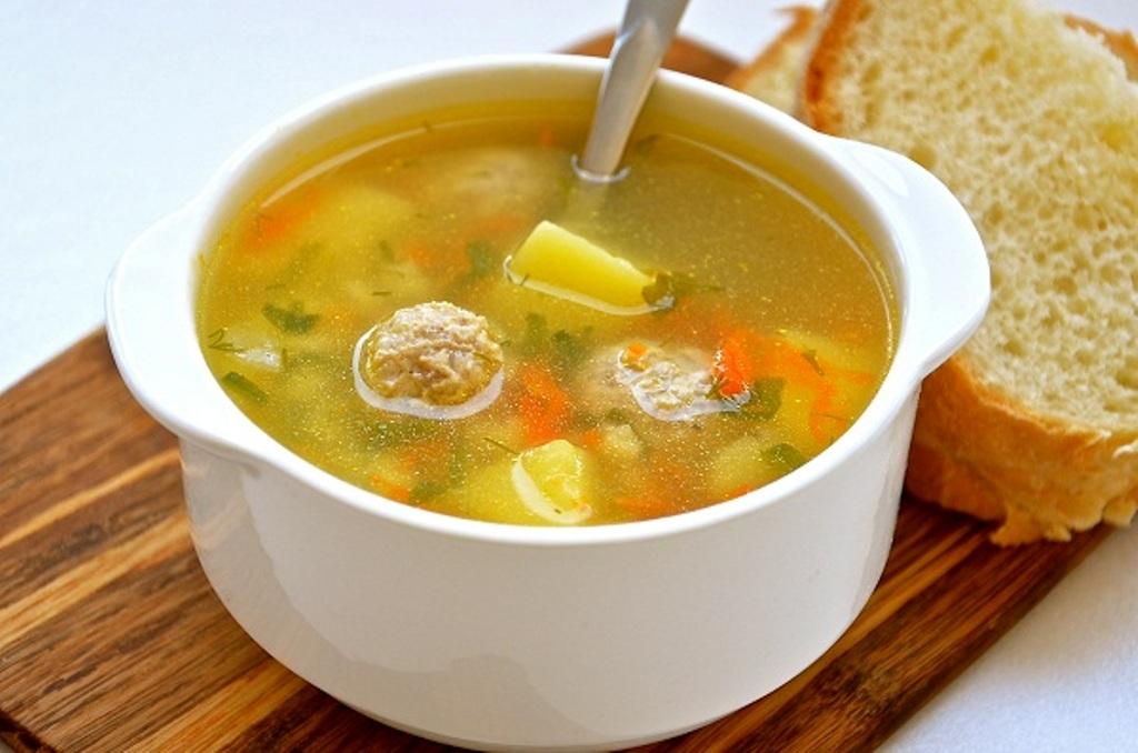 Суп с фрикадельками из курицы для ребенка