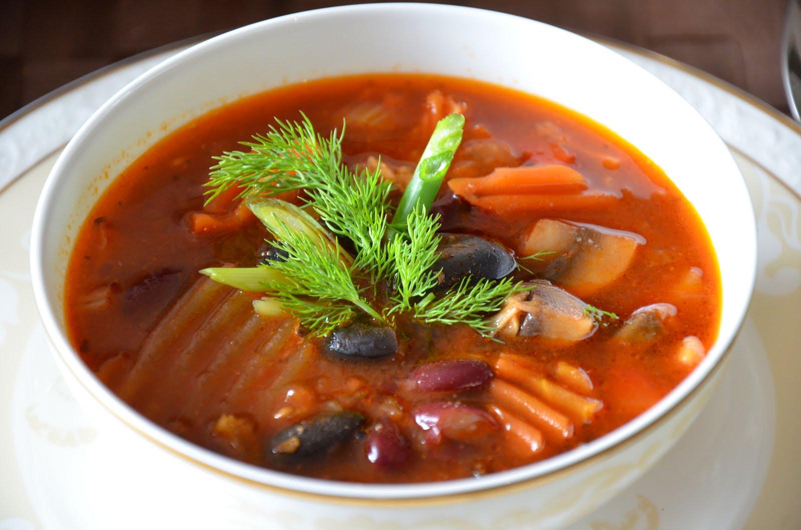 суп с курицей и консервированной фасолью в мультиварке