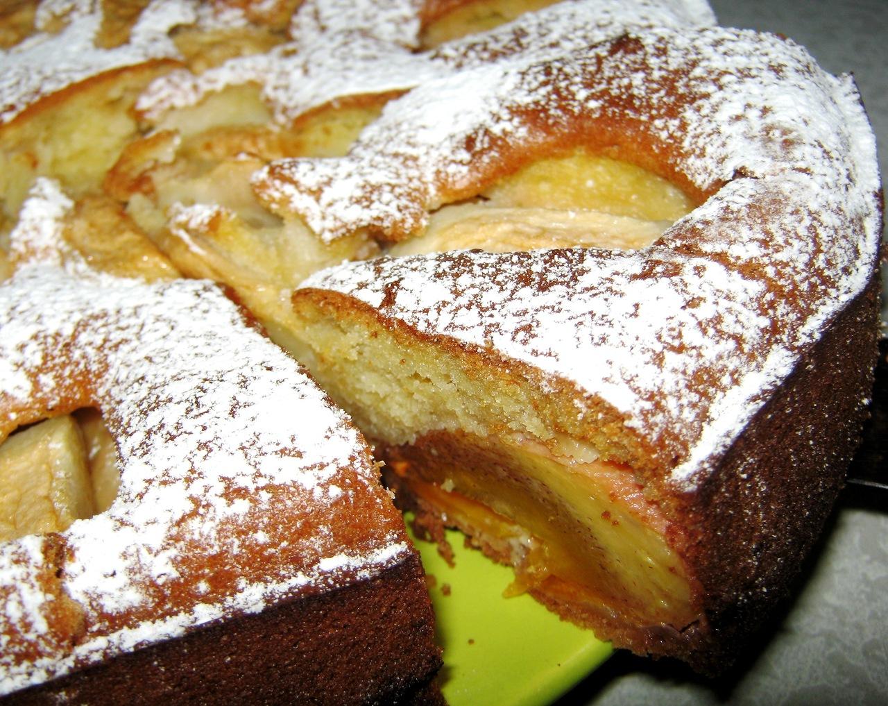 пирог в мультиварке с бананом и яблоком