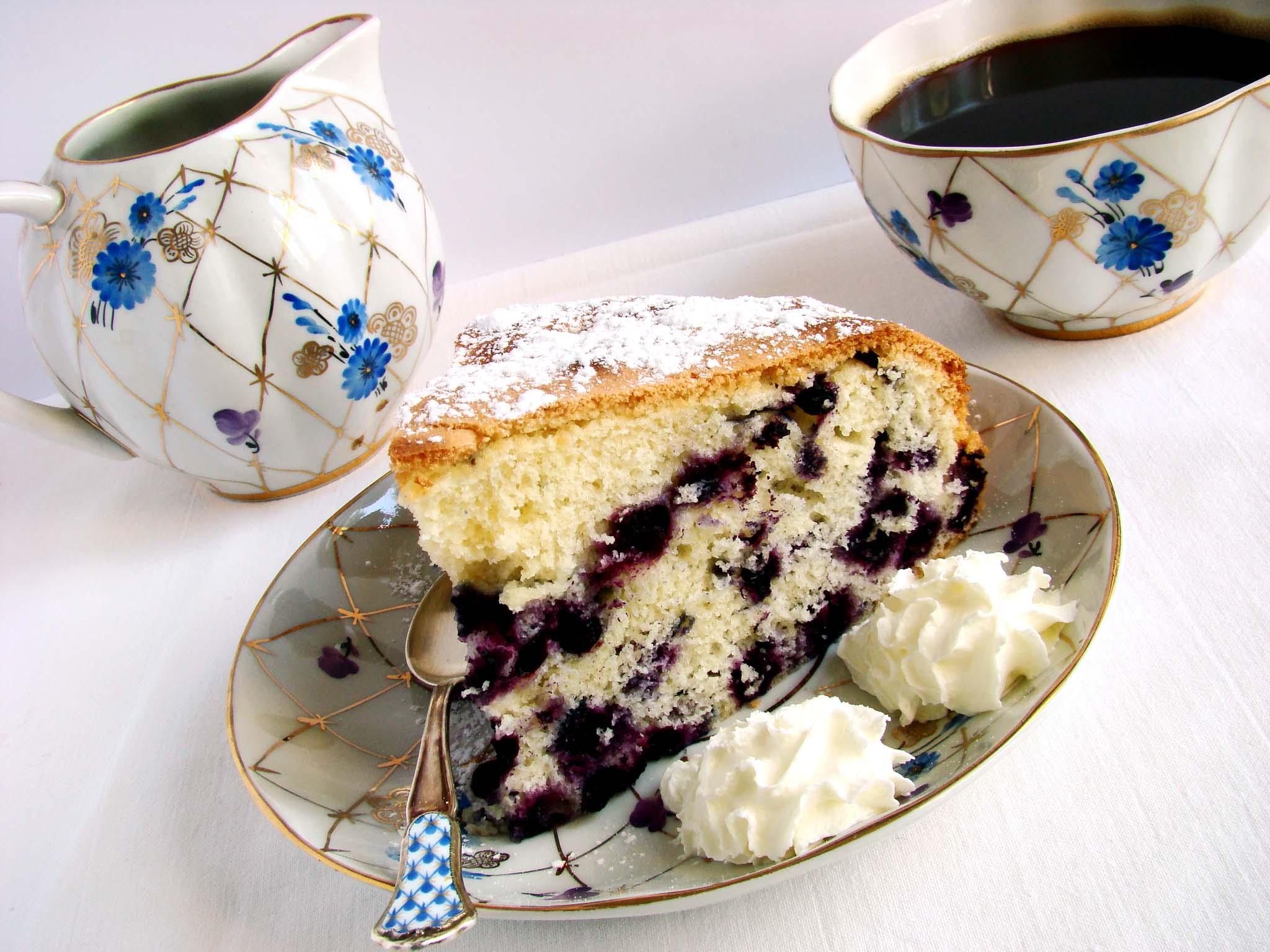 Бисквитный пирог с черникой рецепт с фото пошагово