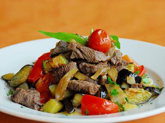 говядина с овощами тушеная в мультиварке рецепты