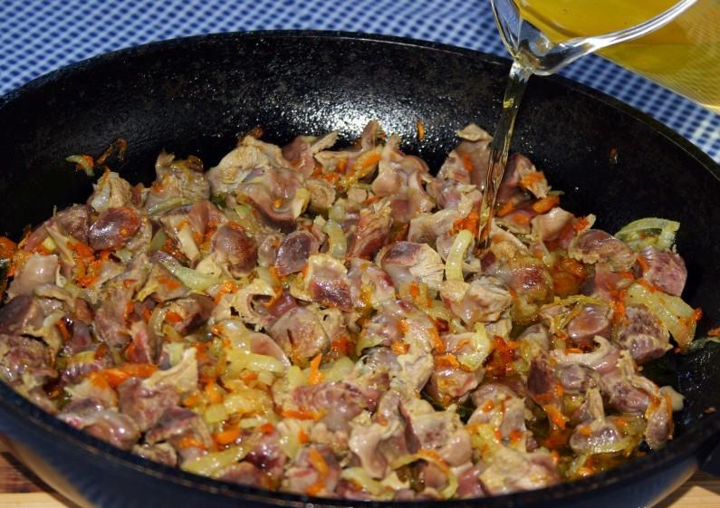тушеные куриные желудочки в сметане рецепт с фото