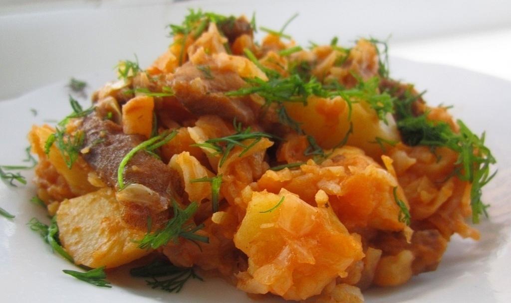 Капуста с картошкой и мясом в мультиварке рецепты с фото