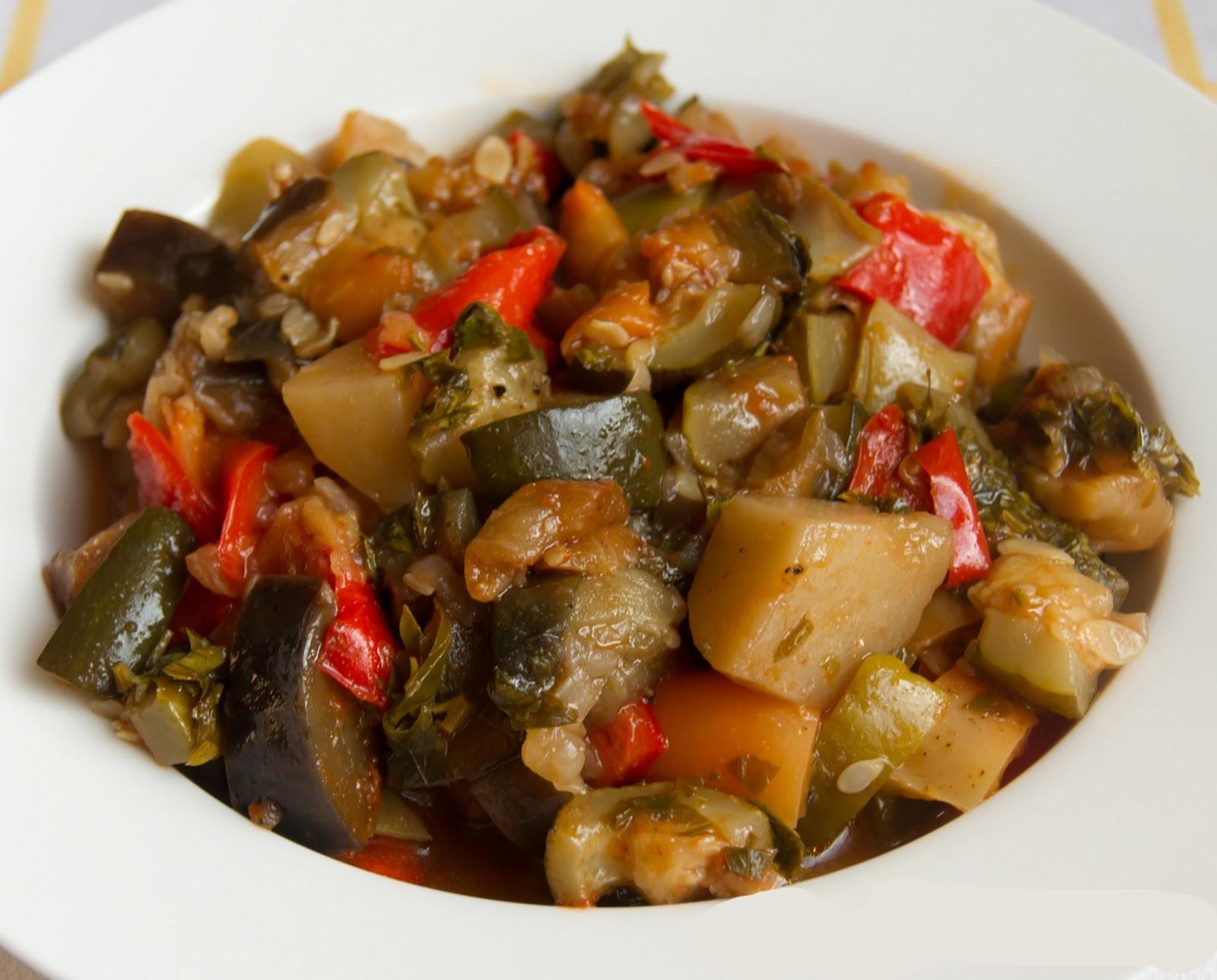 картошка с мясом и баклажанами тушеная