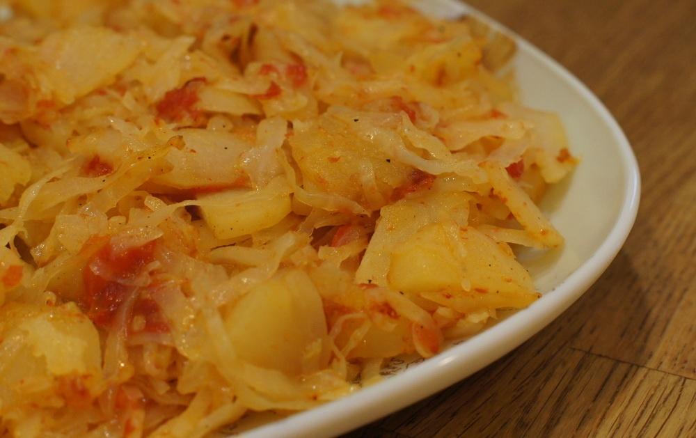 Картошка с капустой тушеная рецепт с фото пошагово