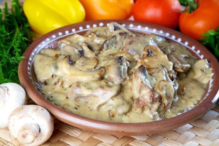 Как приготовить куриную печёнку со сметаной
