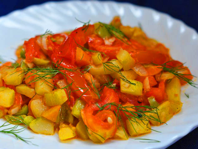 овощное рагу с кабачками мясом и картошкой в мультиварке