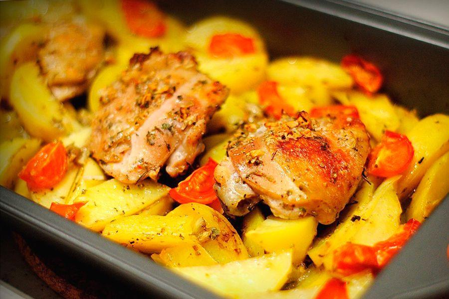 Курица с картофелем и помидорами в духовке рецепт с пошагово