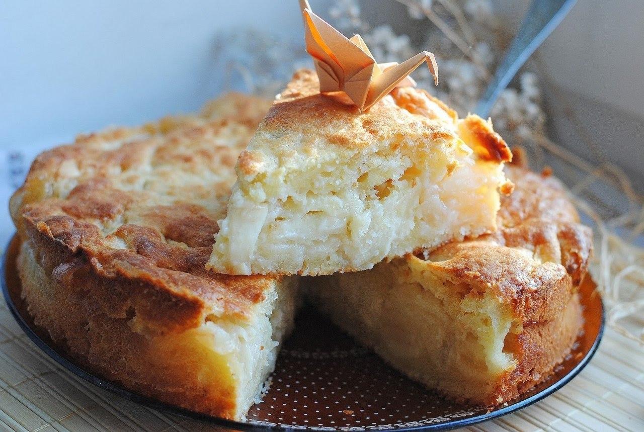 Шарлотка с яблоками с творогом рецепт с фото пошагово в духовке