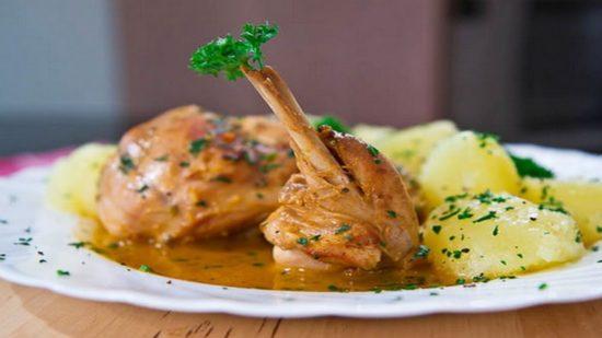 Как приготовить кролика в сметанном соусе