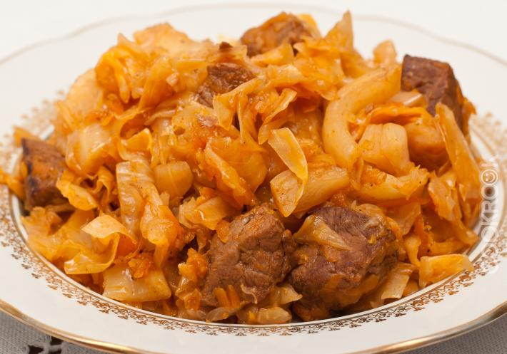 капуста с мясом тушеная рецепт с фото