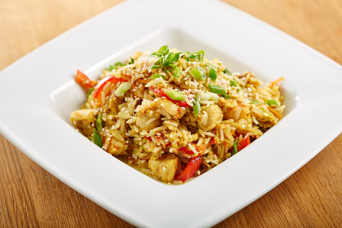тушеный рис с кабачками