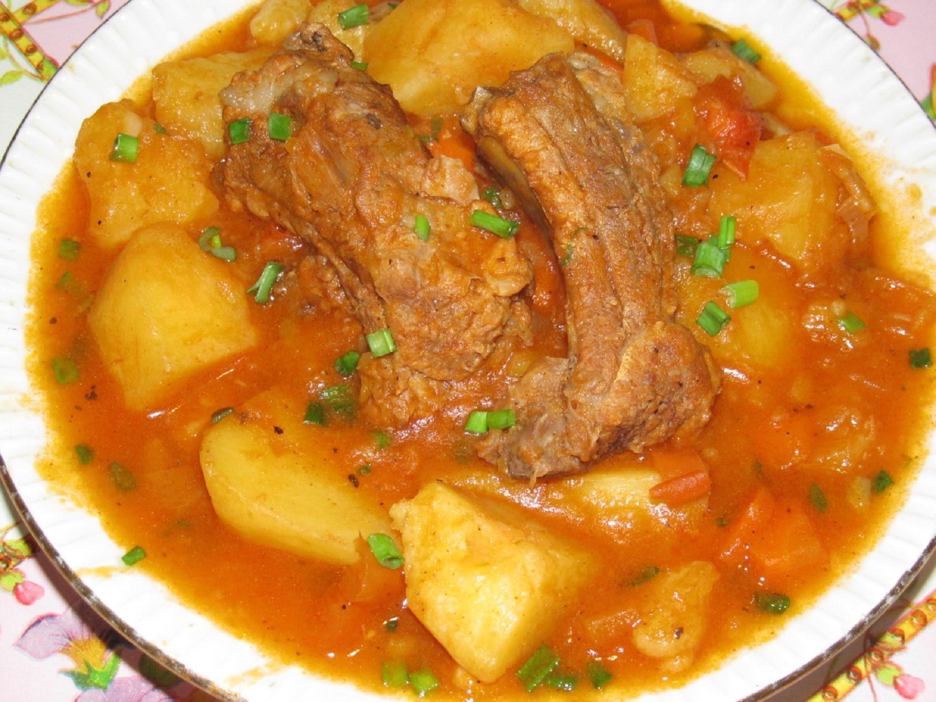 тушёная картошка в мультиварке с рёбрышками свиными