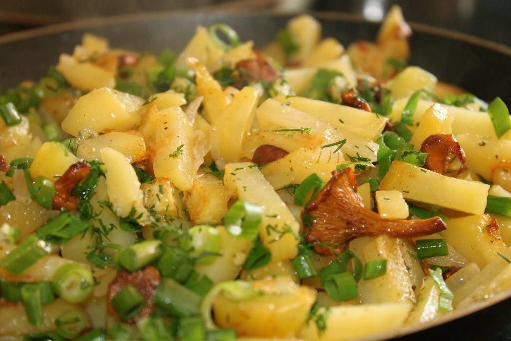 соус с картошкой и курицей в мультиварке