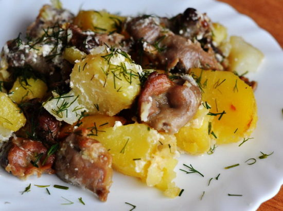 Потушить желудки с картошкой