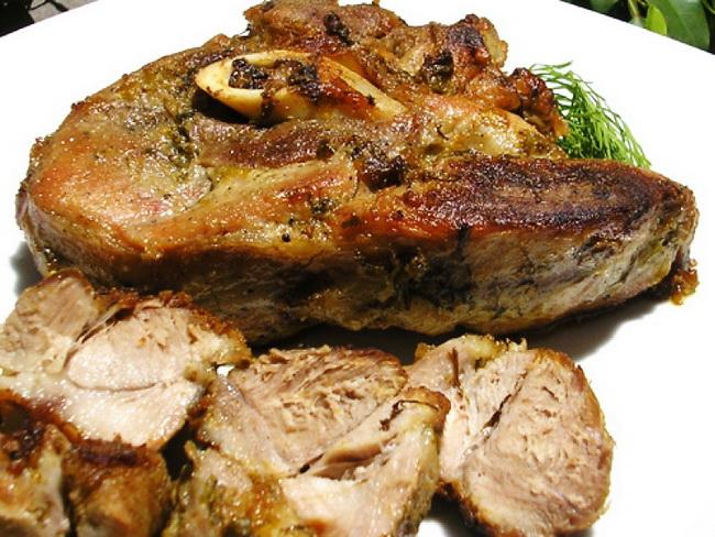 лопатка свиная на кости рецепты